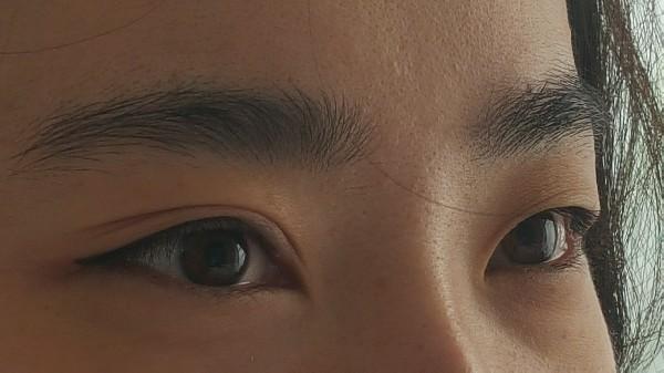 EYE-LINER supérieur ( sur des yeux asiatiques).